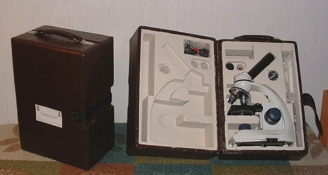 Figure 5. Figure 5. Final box with microscope inside—closed and opened.