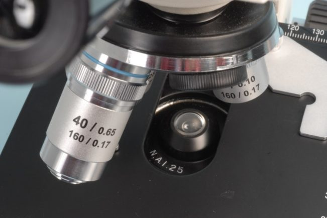 Motic microscope with high numerical aperture (N.A. 1.25) substage condenser