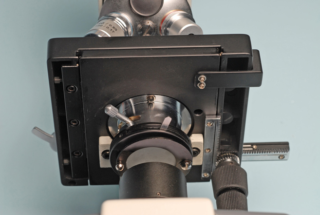 locating the filter carrier on a Boreal monocular student microscope