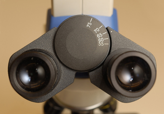 on the right shows a fixed, non-adjustable eyepiece without scale or crosshairs